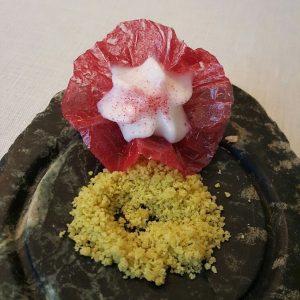 El Club Allard (Flor de hibiscus con pisco sour)