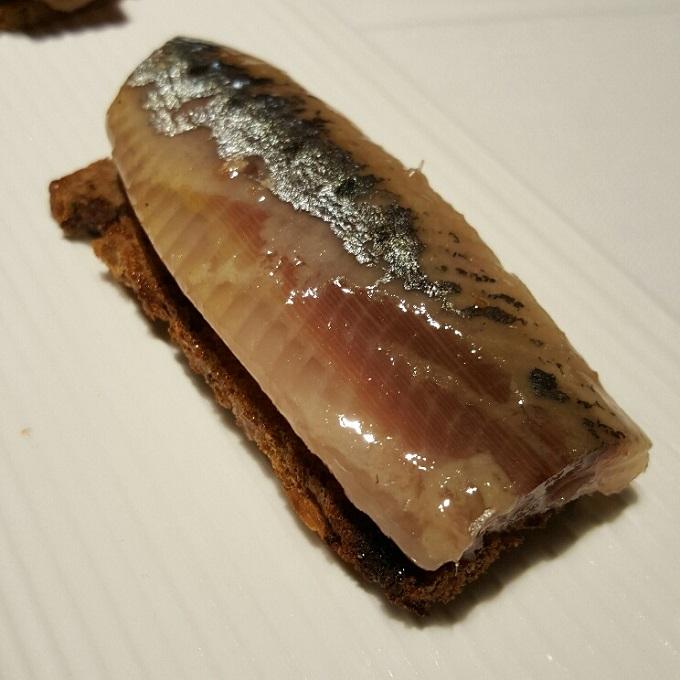 Alabaster-(Tosta de sardina ahumada)