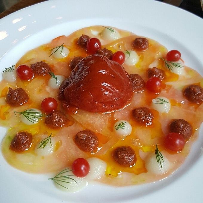 Atico-Carpaccio de tomate rosa