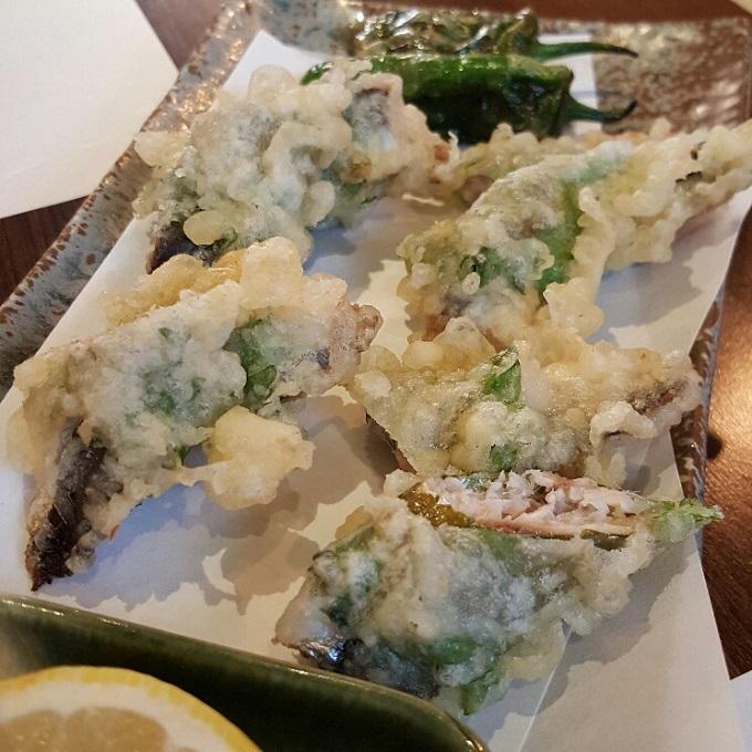 Miki-(Tempura de sardina con sisho y salsa de ciruela)