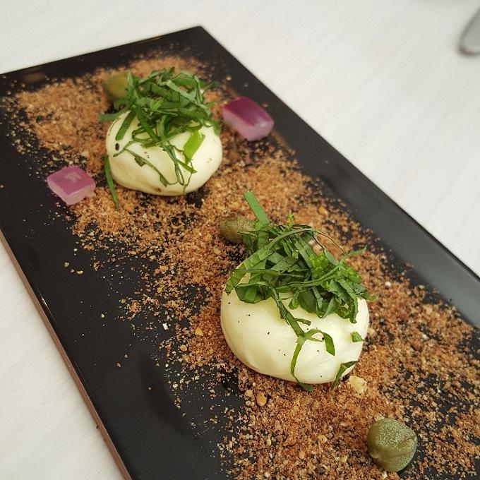 Altrapo (Mantequilla con albahaca, menta y cilantro)