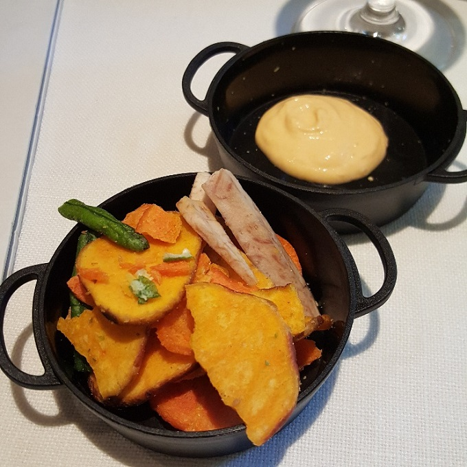 Fuego (Chips de verduras con salsa semi picante)