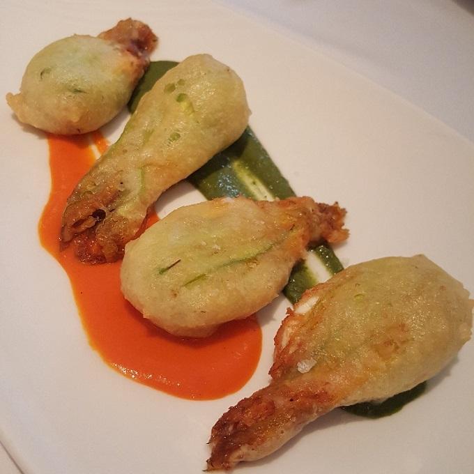 Goizeko-Kabi (Flor de calabacin rellena de burrata, en tempura)