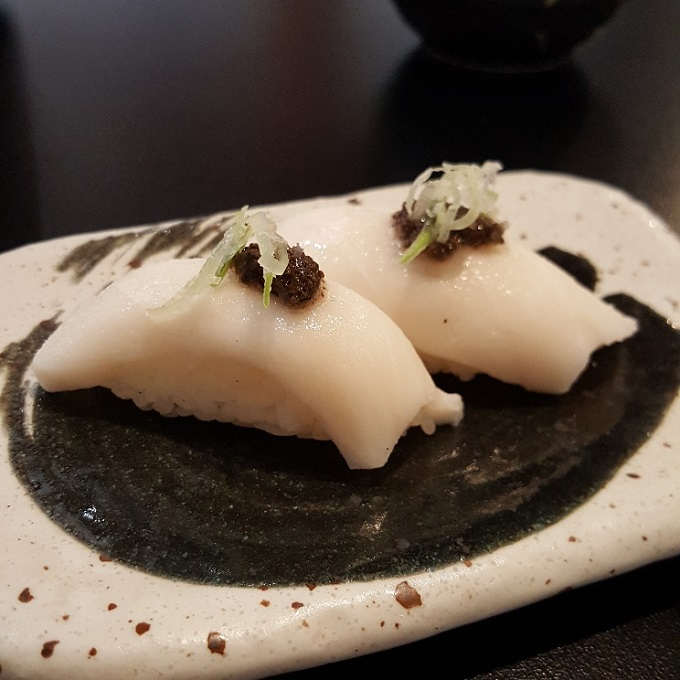 Ki-jote (Nigiri de pez mantequilla)