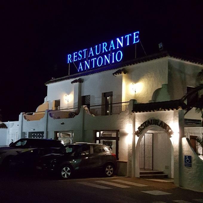 Restaurante Antonio (Vista exterior nocturna)