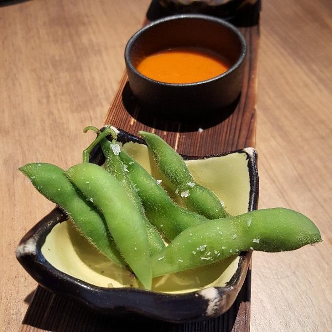 Umiko (Edamame con mojo canario-japo)