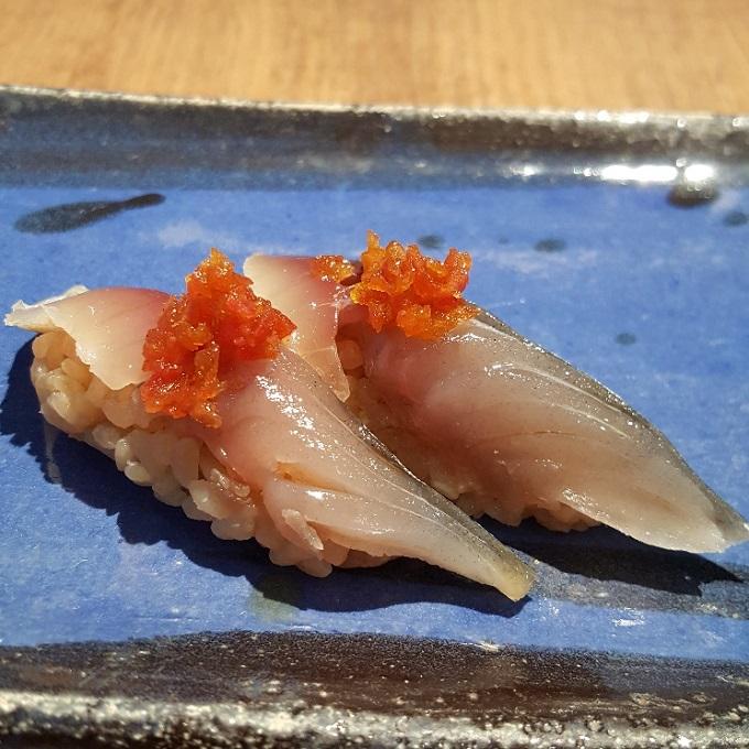 Umiko (Nigiri de caballa con tomate)