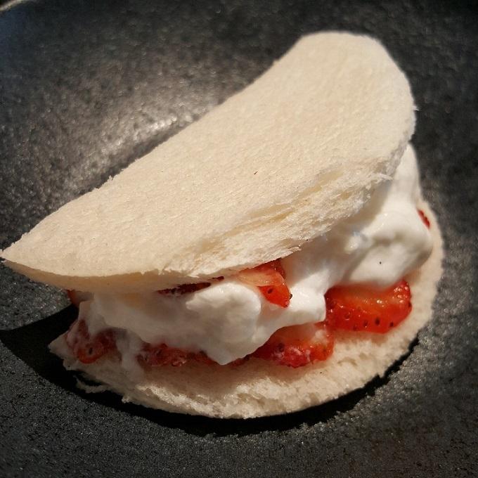 Umiko (Sandwich de fresa y nata)