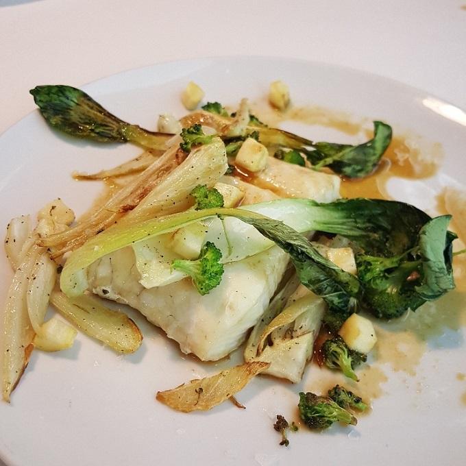 Marcano ( Merluza con pak choi, hinojo, brocoli y salsa reducida de pescado)