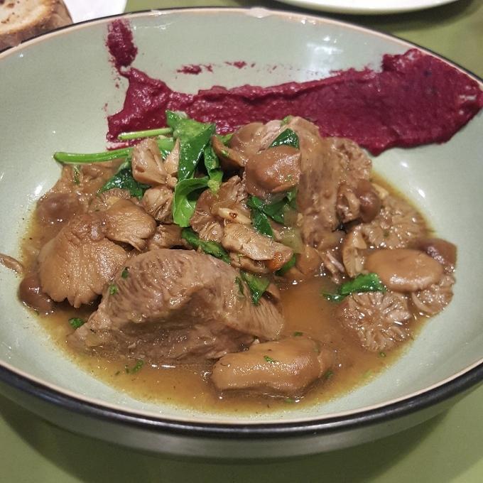 El Brote (Senderuelas con carrillera de cerdo, espinacas y salsa de remolacha)