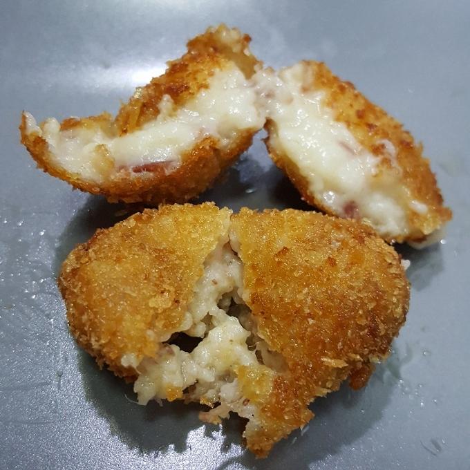 Treze (Croquetas de jamón y cocido de caza - detalle)