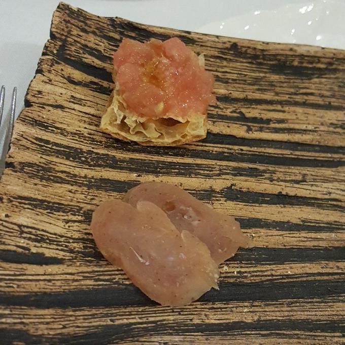 Alevante (Embutidos marinos - Salchichón de corvina y pan con tomate)