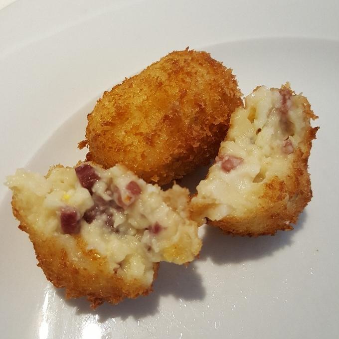 El Qüenco de Pepa (Croquetas de jamón y huevo - detalle)