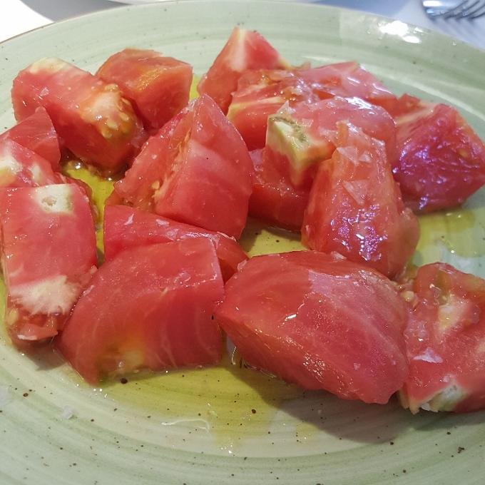 El Qüenco de Pepa (Tomate rosa de Barbastro con flor de sal y aove)