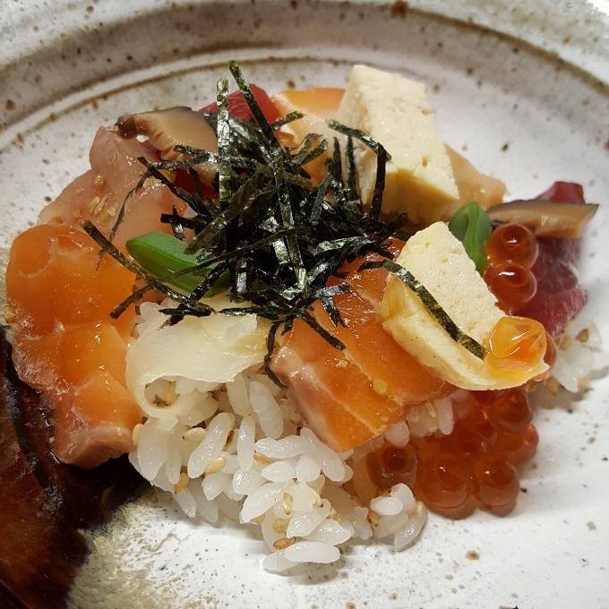 Izariya (Chirashi sushi)