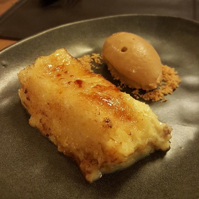 Nöla (Torrija caramelizada con helado de dulce de leche)