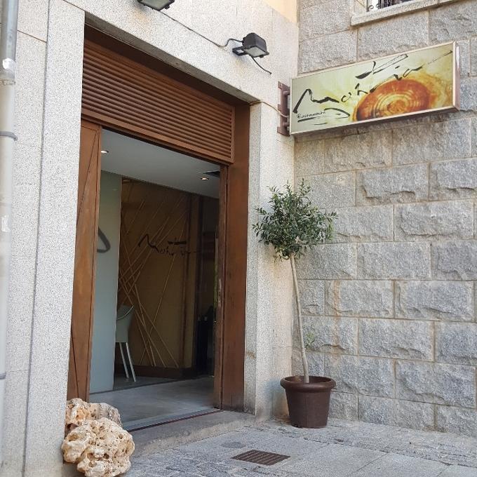 Montia (Entrada al local)