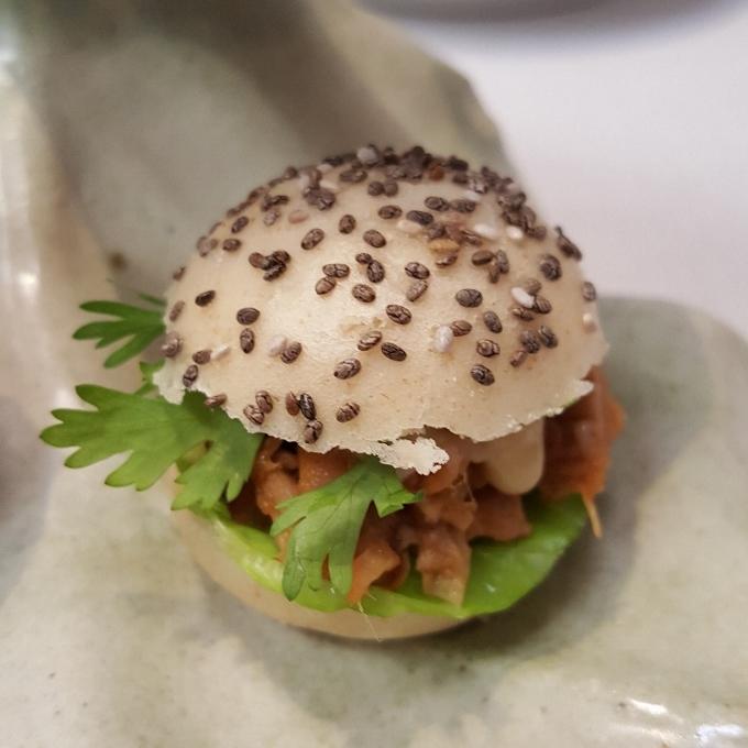 Montia (Pan al vapor con panceta)