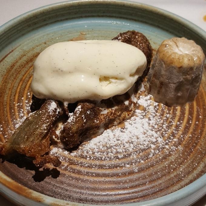Salino (Torrija de berenjena con helado de vainilla y parfait de mantecado)