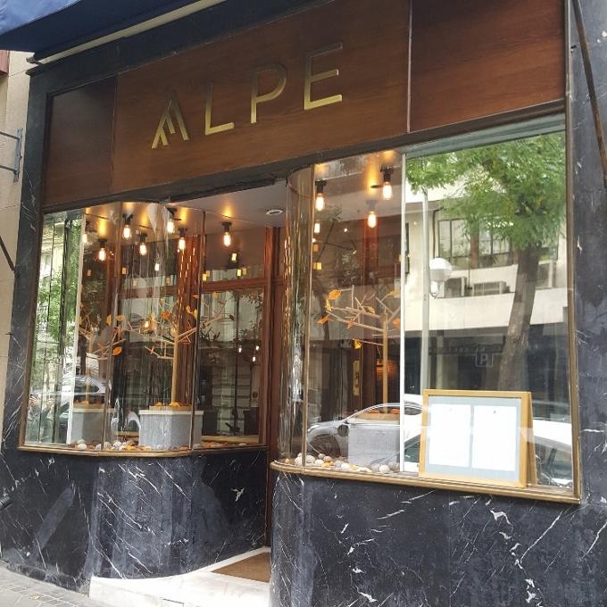 Alpe (Entrada al local)