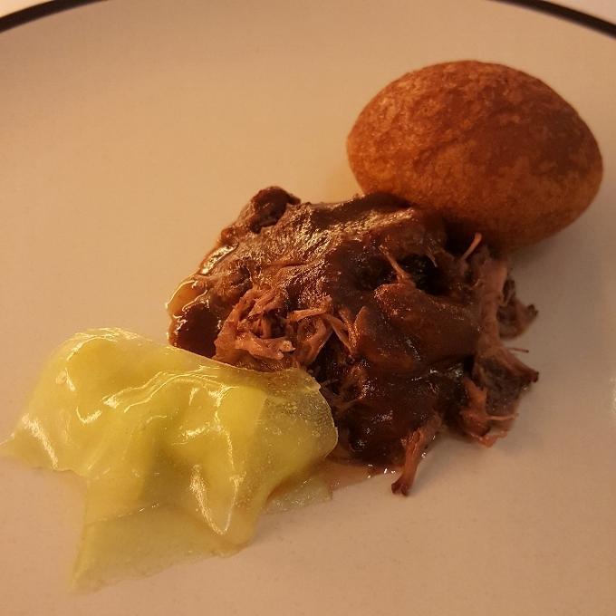 Alpe (Rabo de toro con salsa de ostras y cacao)