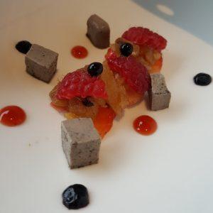 La Lobita (Trompeta negra, frutos rojos y castaña)