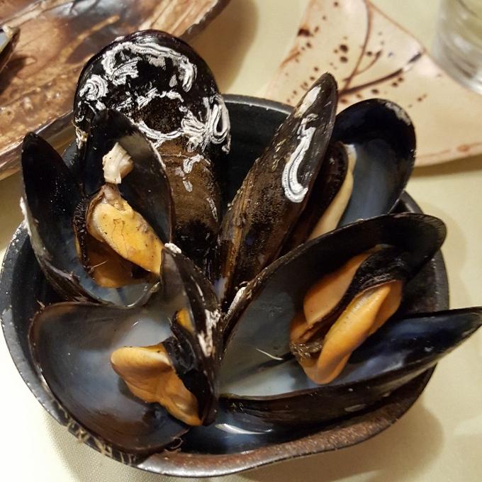 Txatei (Mejillones saka-mushi al vapor de sake)