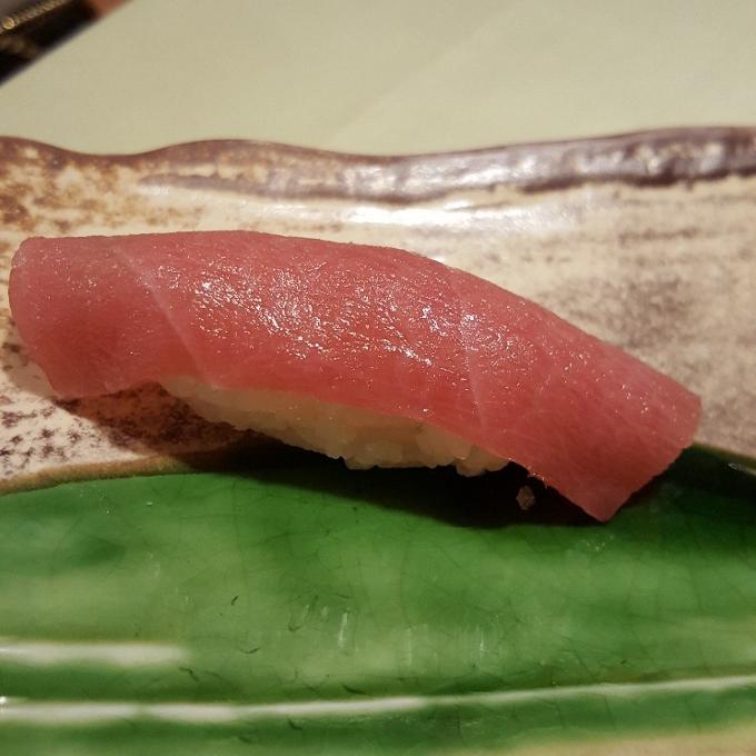 Txatei (Nigiri de ventresca de atún)