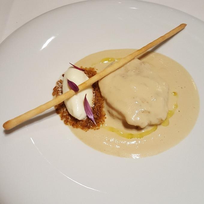 Las Llaves (Patatas a la importancia con almendras y helado de queso de cabra)