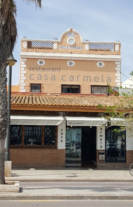 Casa Carmela (Acceso al local)