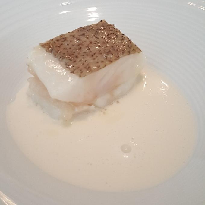 Nerua (Gallo con crema de langostino y lima)