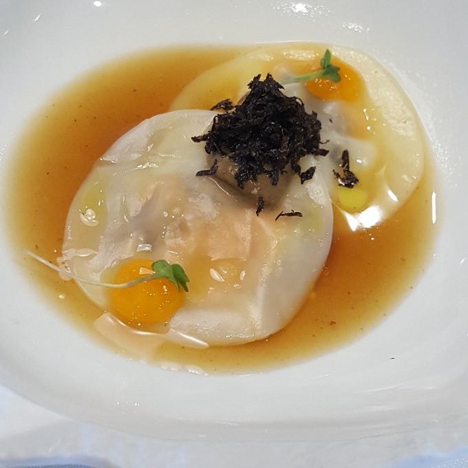 Solana (Ravioli de boniato, setas, trufa y foie)