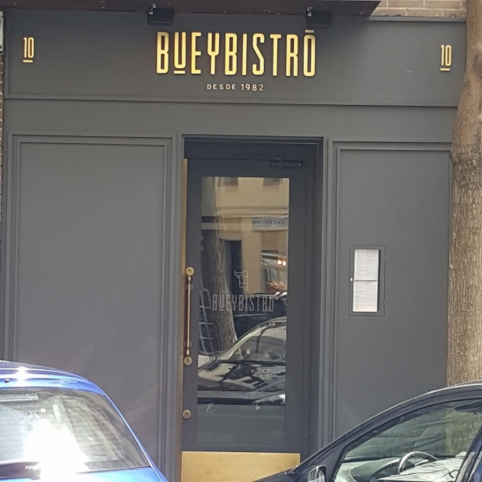 Buey Bistro (Acceso al local)