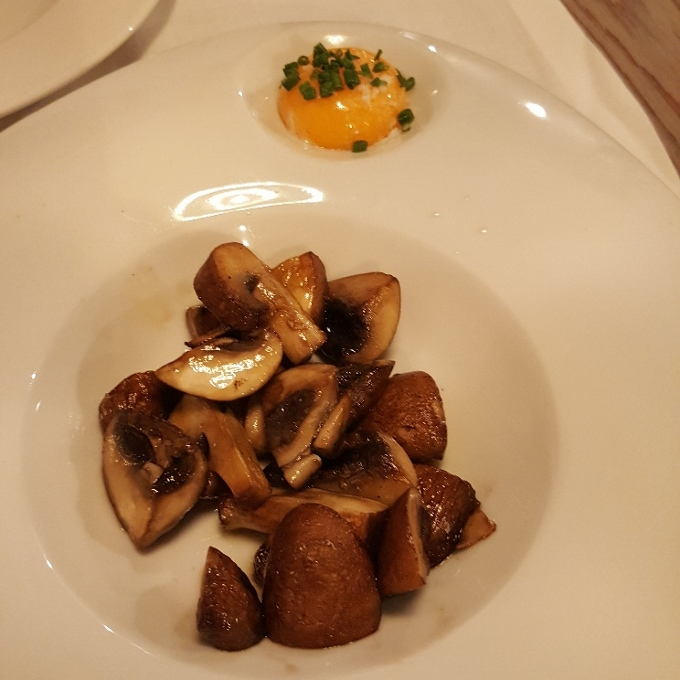 Buey Bistro (Champiñones Portobello, al salir a la mesa)