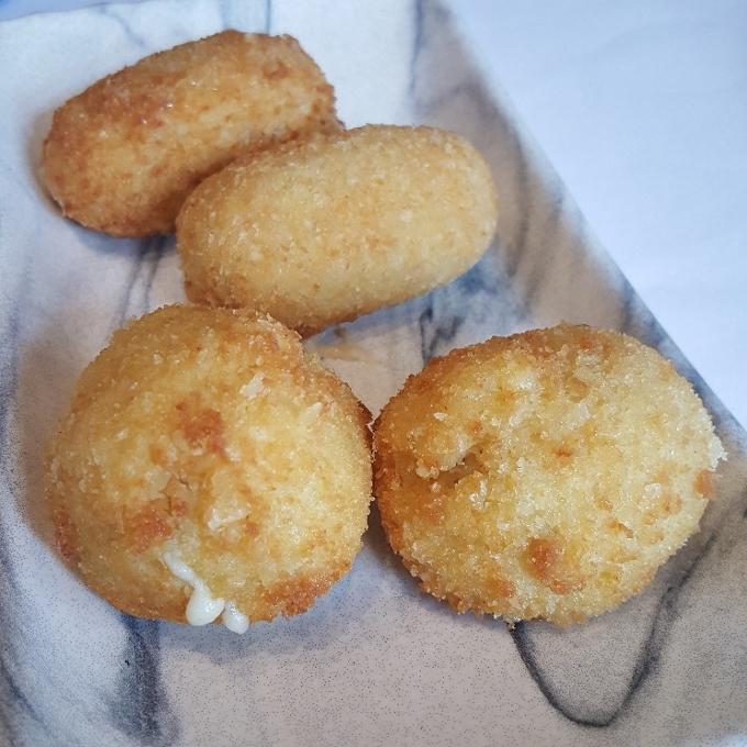 Mannix (Croquetas de queso Idiazabal ahumado y jalapeños y croquetas de jamón)